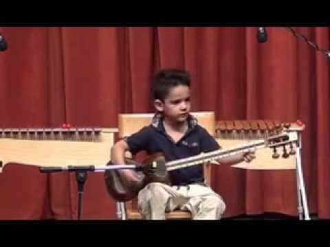 حافظ، کودک 4 ساله ی کاشانی و تار- عاشقانه