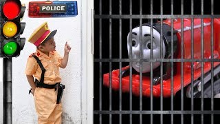 Su Hao Pretend Play Police Traffic with Thomas and Friends Toy Trains for Kids | BaBaTV