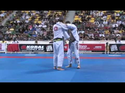 Brazilian Jiu-jitsu 2007 World Championship Mens finals - Roger Gracie vs Robert Drysdale Image 1