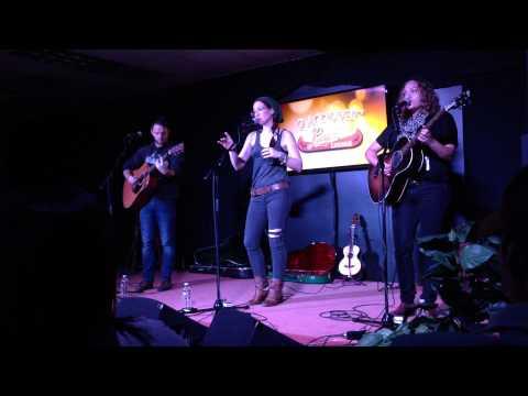 Ingrid Michaelson - Girls Chase Boys (live at Q98 lounge)