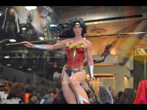 SDCC 2014 SIDESHOW COLLECTIBLES PREMIUM FORMAT BATGIRL POWERGIRL WONDER WOMAN CATWOMAN