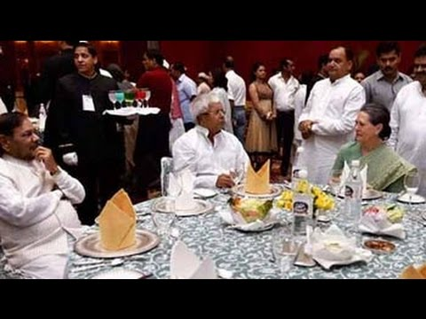 Sonia Gandhi holds Iftar, shares table with Sharad Yadav and Lalu
