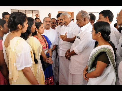 Oommen Chandy had lunch with 46 nurses rescued from Iraq