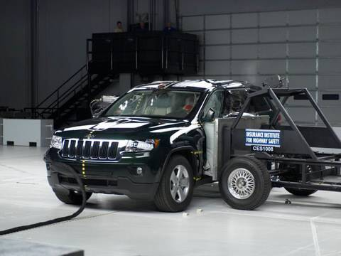 2011 Jeep Grand Cherokee side IIHS crash test