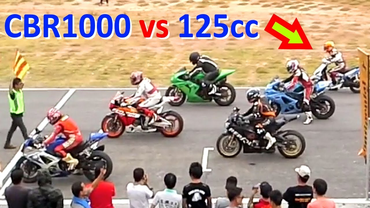 Cbr 1000 Vs 125cc Scooter Racing On A Track Youtube