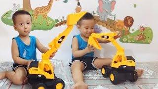 Khám phá chiếc xe máy xúc to và khỏe  _  Excavator toys