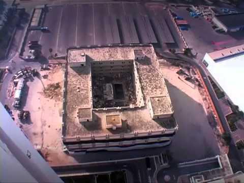 World Trade Centre Hotel in Dubai   Demolition online video cutter com