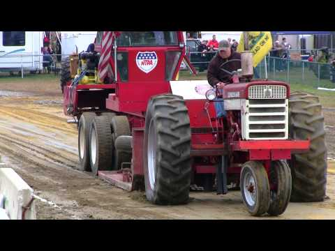 Farmall 560 - Antique Tractor Pull Deerfield Fair NH 2012  Video # 46
