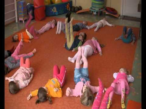Один день в детском саду. Зарядка.