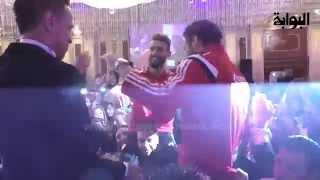 Download رقص شعبي لرمضان صبحي وباسم مرسي  بقميص المنتخب في فرح