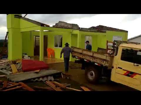 Temporal deixa casa destelhada em Taquaruçu do Sul