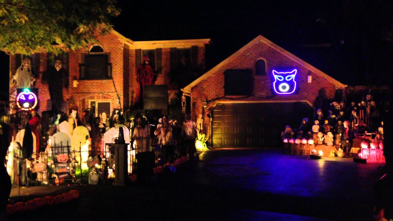 Best halloween decorated houses - Thomas Halloween 2013 Naperville Fall Out Boy My Songs Know What You