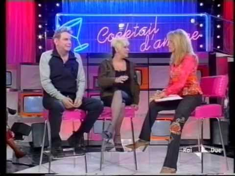 """Krisma (Chrisma) e MAX GIUSTI (parodia Malgioglio) a """"Cocktail d'Amore"""" con Amanda Lear (2003)"""