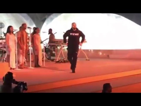 download lagu Drake - One Dance At The Rihanna Concert gratis