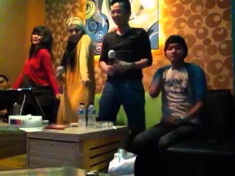 Buka Dikit Joss-Juwita Bahar By Putri Feat Anggi
