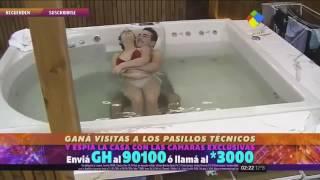 اكاديمي ستار في الحمام 18 + ساخن يدخل من الخلف       Sucking and embrace in the bathroom