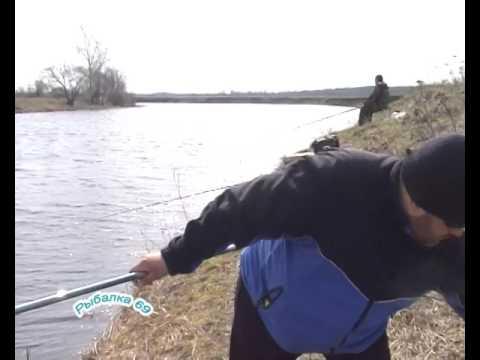 ловля уклейки ранней весной видео