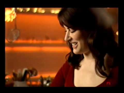 Nigella Lawson cooking Linguine with Urbani Truffle Oil