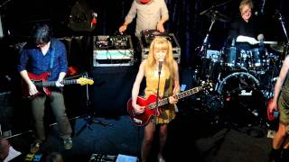 Watch Tom Tom Club Kiss Me When I Get Back video