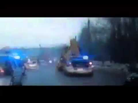 Полиция преследуют пьяного водителя трактора