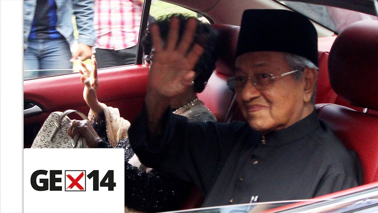 Tun M to be sworn in as PM at 9.30pm
