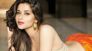 Kyra Dutt first to Sign 'Nudity Clause' for XXX