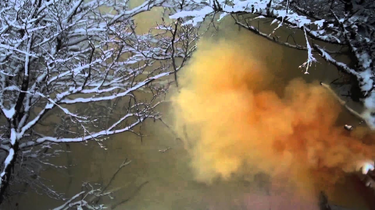 how to make a colored smoke bomb with crayons