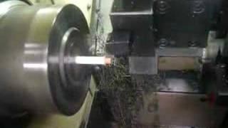 Thumb Usando un torno mecánico para tajar un lápiz