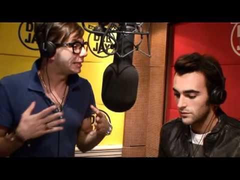Marco Mengoni canta David Gnomo live @ Pinocchio (radio Deejay)
