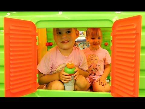 VLOG Едем в магазин игрушек! Купаемся в озере! много игрушек смотрим куклы мороженое в магазине TOYS