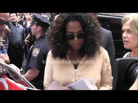 Oprah Winfrey - Signing Autographs at