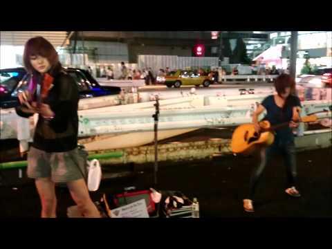 Amazing Street Rock Violinist AYASA !! (sword of the far east)