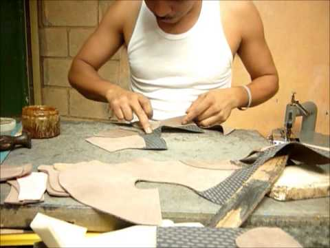 Proceso de la confección y moldeado de un zapato
