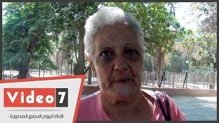 """بالفيديو.. سيدة تقضى 20 سنة من عمرها فى خدمة القطط: """"طلعوا أوفى من أولادى"""""""