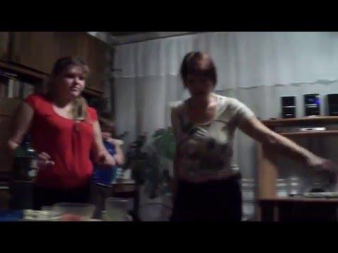 ЖЕСТЬ Пьяная мать устроила тусовку дома