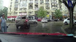 Accident Nerva Traian !!!... priviți cum Poliția Romana pleacă nepăsătoare de la locul accidentului!