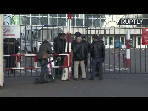 Трансляция от ТЦ «Москва», где мигранты собрались на протест