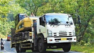 HIGH RISK !! Excavator Delivery By Self Loader Truck Komatsu PC200 Isuzu Giga FVZ 285PS