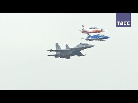 """Авиашоу на международной аэрокосмической выставке """"Аэро Индия — 2017"""""""