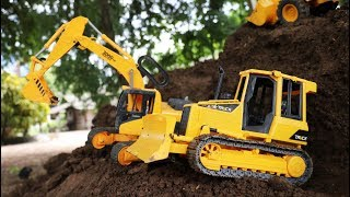 รถแม็คโครขุดดินสร้างทางถนนบนภูเขาดิน รถตักดิน รถเกรด รถบดดิน รถก่อสร้าง Excavator and dump truck