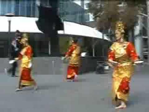 Tari Piring Minang Saiyo Melbourne video