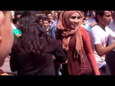 رقص بلدي في الشارع وأجمل بنت thumbnail