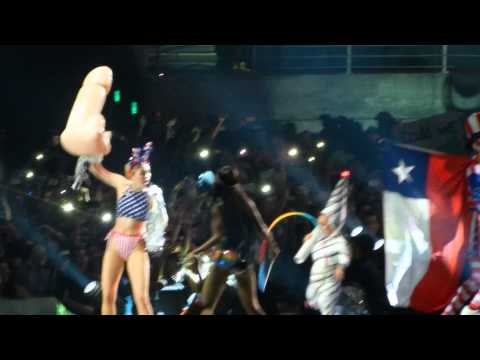 Party In The Usa - Miley Cyrus (10.01.2014 - Santiago, Chile) video