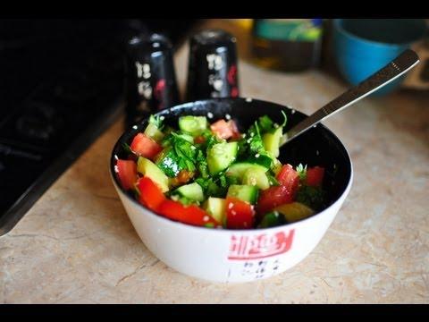 Фитнес-салат из свежих овощей и семян кунжута
