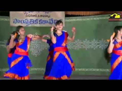 Folk Dance Gallu Gallu Sung By V. Akhila Music  Pramod Kumar Lyric   Durga Prasad video