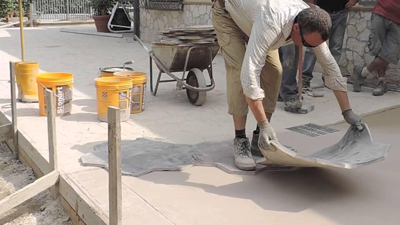 Video pavimentazione in calcestruzzo stampato youtube for Costo per livellare il pavimento in casa
