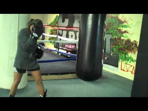How to Hit the heavy bag for women. www.fitbytes.com for best womens fitness advice Image 1