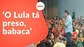 Cid Gomes bate boca com militantes petistas em evento pró-Haddad