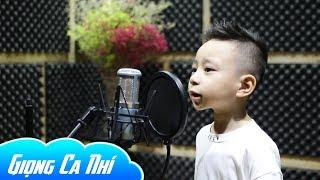 Bé trai 4 tuổi hát Bác Đang Cùng Chúng Cháu Hành Quân khiến triệu người nghe mê mẩn