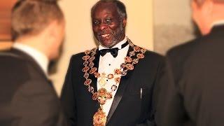 Saliou Diouf :: Maire de la ville de Chesterfield - Angleterre